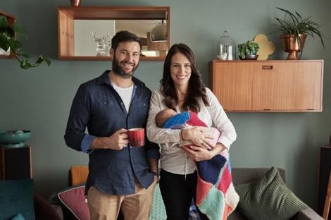 Nhiệm vụ kép của Thủ tướng New Zealand sau khi sinh con
