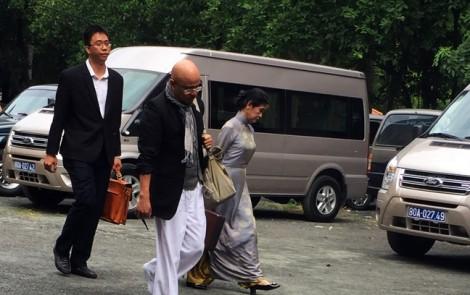 Vợ chồng 'vua cà phê Việt' lần đầu xuất hiện tại tòa để hòa giải ly hôn