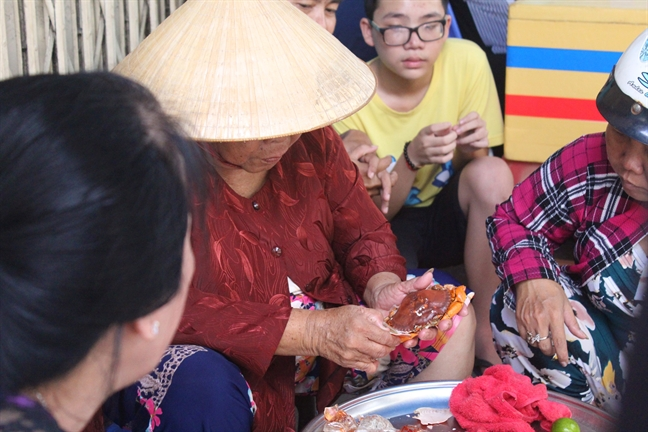 Mam cua hap ban sach trong vong 5 phut cua ba Ba o Sai Gon