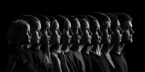 Người phụ nữ biến ảnh chụp 11 đứa con của mình thành tác phẩm nghệ thuật