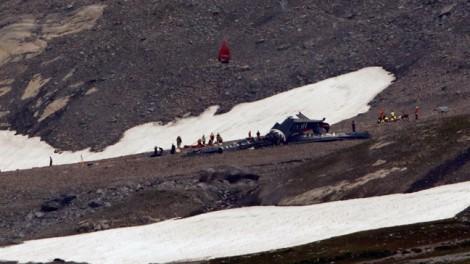 Máy bay đời cổ rơi xuống dãy núi Alps, 20 người thiệt mạng
