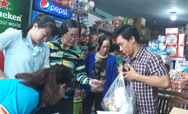 Quan Binh Thanh: Khai truong cua hang bach hoa Co.op Smile dau tien