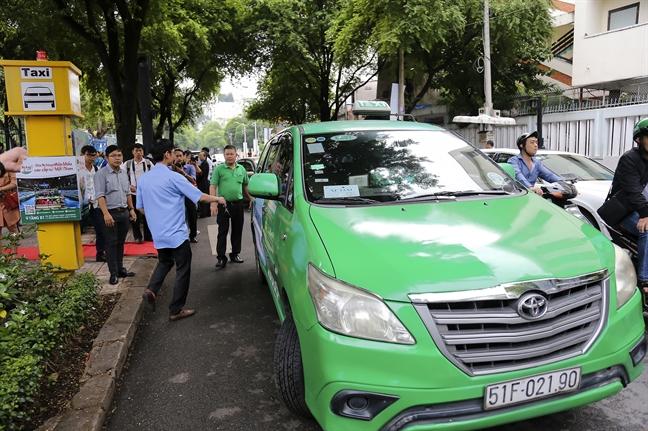 Thi diem 5 vi tri don taxi khu vuc trung tam TP.HCM