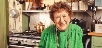 Julia Child - người thổi đam mê ẩm thực Pháp vào căn bếp Mỹ