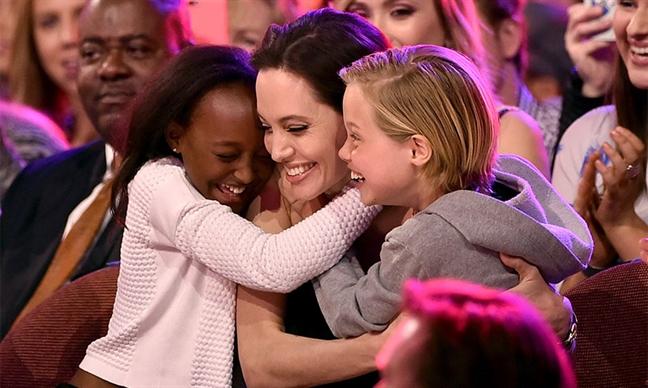 Angelina Jolie le ra dung loi bon tre vao cuoc ly hon am i voi Brad Pitt