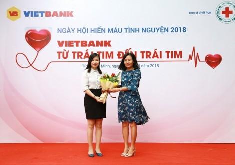 Hàng trăm nhân viên Ngân hàng TMCP Việt Nam Thương Tín (Vietbank) hiến máu cứu người