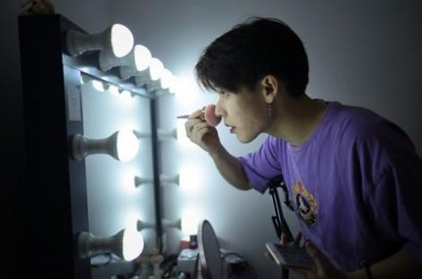 Trung Quốc: Khi nam giới lấn át 'chị em' trong lĩnh vực làm đẹp