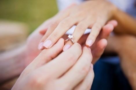 Mẹ chồng tuyên bố 'có bầu mới cưới'