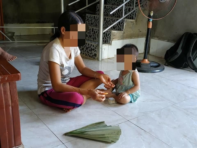 Vu hang chuc nguoi nghi nhiem HIV o Phu Tho: Ba me khoe manh, con gai 18 thang tuoi nhiem benh