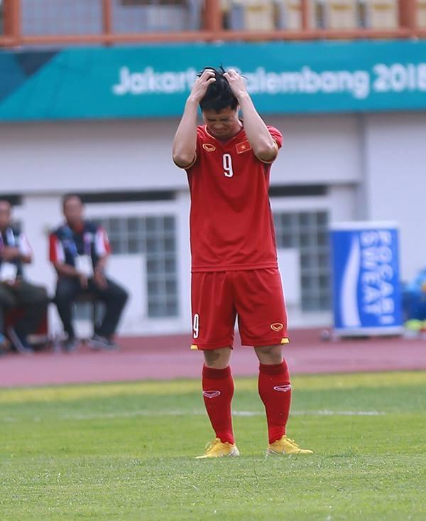 Dong luc nao de Cong Phuong ghi ban sau 2 pha hong 11m?