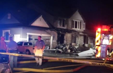 Giận vợ, chồng lái máy bay đâm thẳng vào nhà