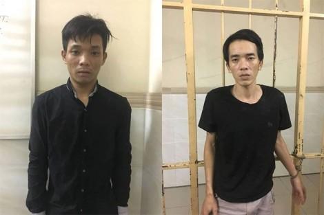 Hai tên cướp phóng xe bỏ chạy vẫn chụp bàn ghế ném vào trinh sát