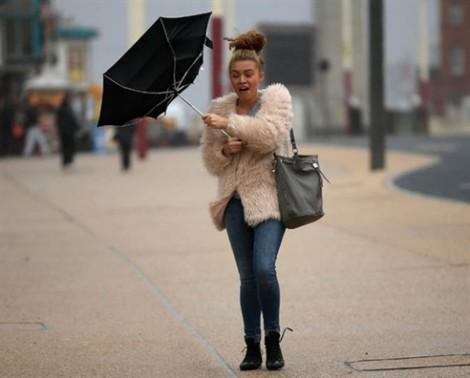 Kinh nghiệm đi đường an toàn khi mưa to gió lớn