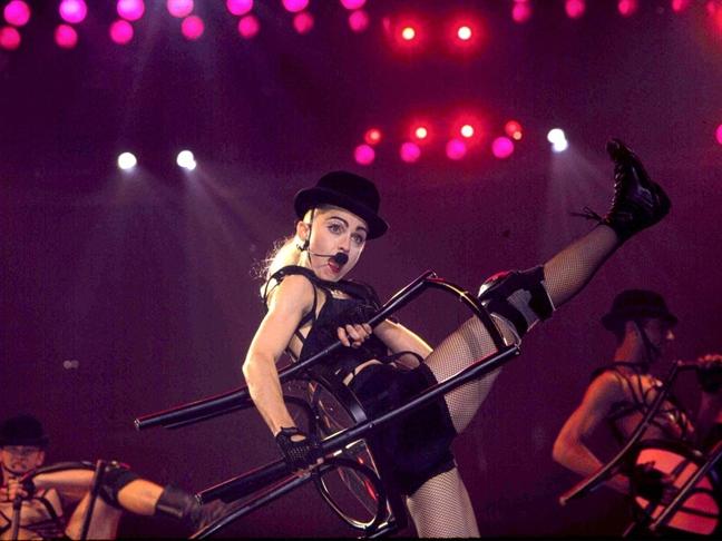 Madonna o tuoi 60: Hanh trinh tro thanh mot bieu tuong