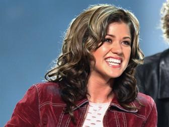 Kelly Clarkson: Khi con đến, mẹ tự tin và mạnh mẽ hơn bao giờ hết