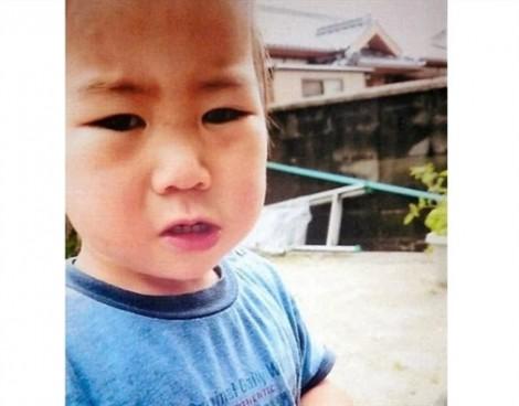 Bé trai 2 tuổi người Nhật bình an vô sự sau 3 ngày lạc trong rừng