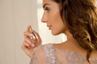 8 vị trí xịt nước hoa chuẩn nhất giữ hương thơm cả ngày