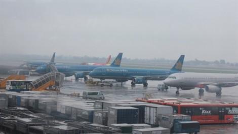 Hàng loạt chuyến bay hoãn do ảnh hưởng bão số 4