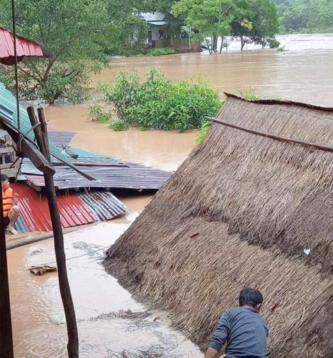 Bão số 4 gây mưa to, thủy điện lớn nhất Bắc Trung Bộ xả lũ