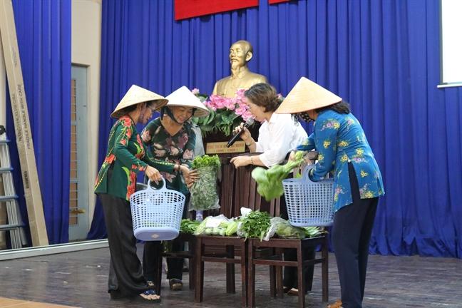 Quan Thu Duc: Trinh dien thoi trang tu nguyen lieu than thien voi moi truong