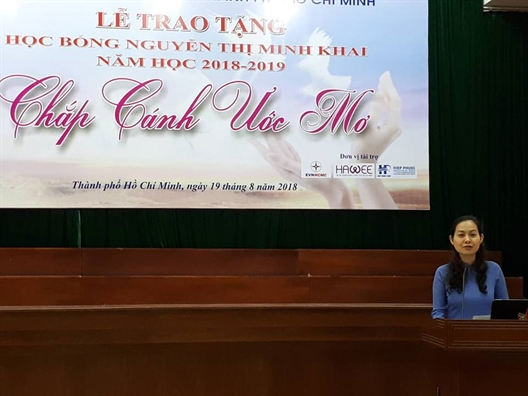 Hoi LHPN TP.HCM trao hoc bong Nguyen Thi Minh Khai nam hoc 2018-2019: Gieo hat mam yeu thuong