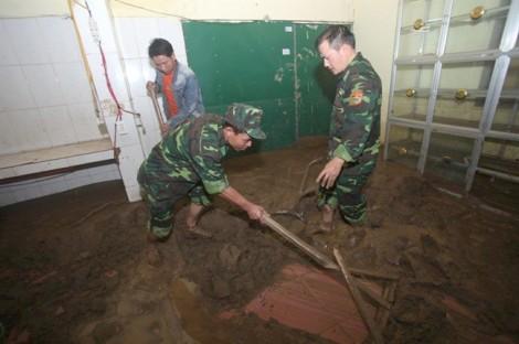 Trường học tan hoang, ngập trong bùn trước thềm năm học mới