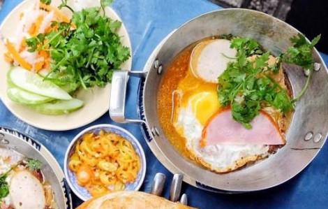 Khám phá tiệm bánh mì chảo 33 năm nức tiếng tại Sài Gòn
