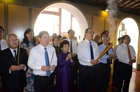 Lãnh đạo TP.HCM dâng hương tưởng nhớ Chủ tịch Tôn Đức Thắng