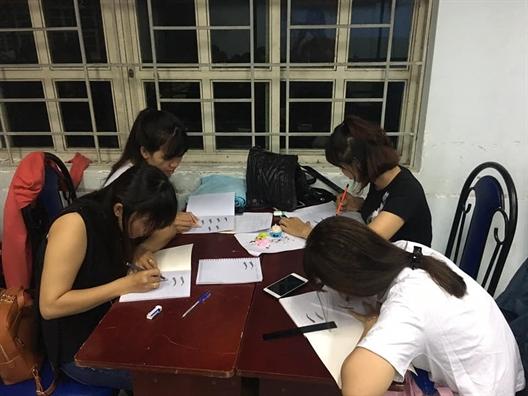 Huyen Binh Chanh: Khai giang lop trang diem da hoi