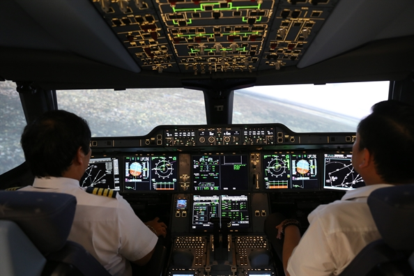 Vietnam Airlines khai truong them hai to hop buong lai mo phong may bay