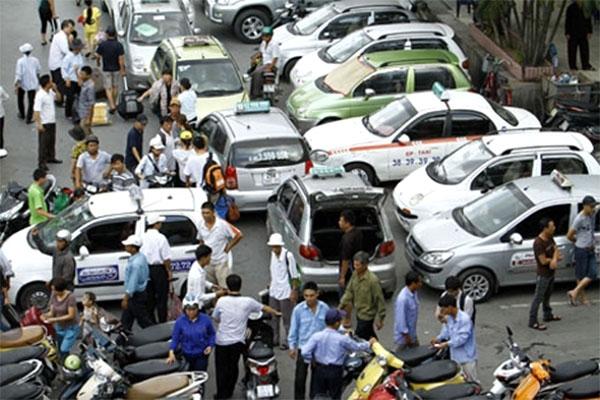 TP.HCM xu ly manh tay taxi 'nhai nhan hieu', taxi 'du'