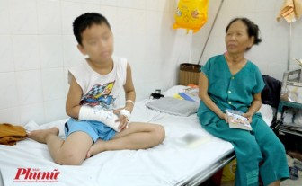 Bé trai ho ra máu đi khám lao phổi phát hiện mắc bệnh hiếm