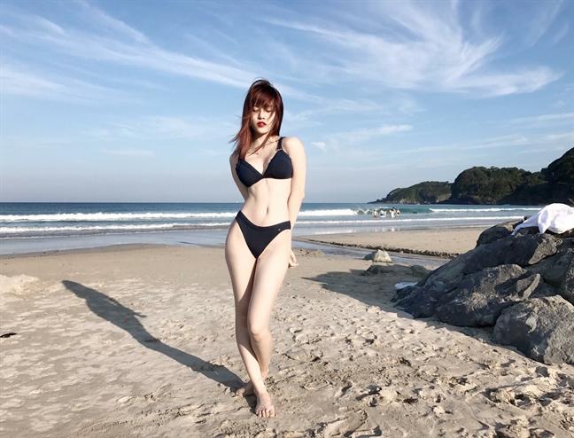 My nhan Viet tha dang quyen ru voi bikini dip cuoi he