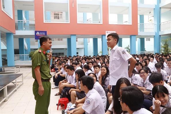 Quan 11: Trang bi kien thuc phap luat va ky nang tu bao ve cho hoc sinh