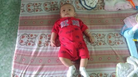 Bé trai khoảng 3 tháng tuổi bị bỏ rơi ngoài đường