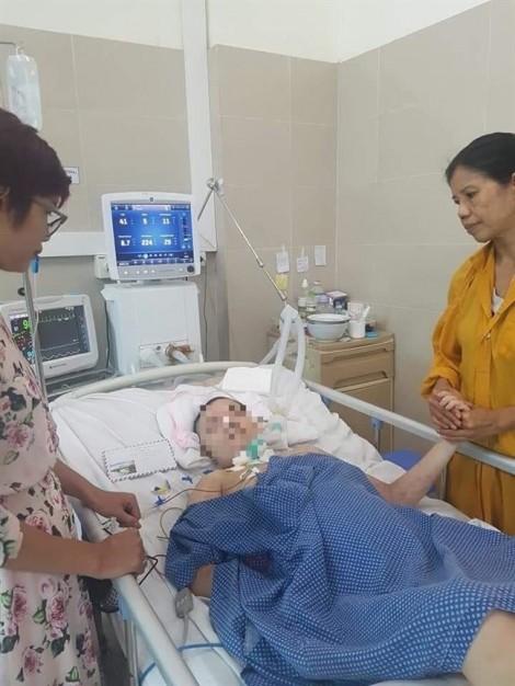 Kỳ tích bé gái chào đời khỏe mạnh dù mẹ hôn mê sâu hơn 3 tháng