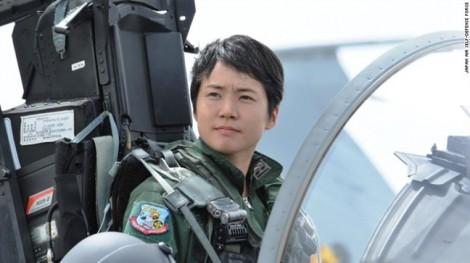Vượt qua định kiến, cô gái trẻ trở thành nữ phi công tiêm kích đầu tiên của Nhật