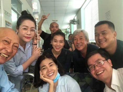 Diễn viên Mai Phương vui vẻ thăm nghệ sĩ Lê Bình, động viên nhau vượt qua bệnh tật