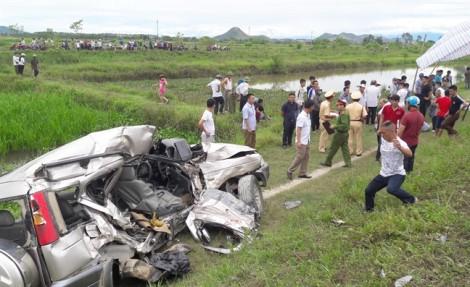 Ô tô về quê ăn rằm bị tàu hỏa tông, 4 người thương vong