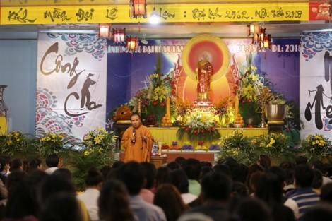 Ngàn ước nguyện theo hoa đăng xuôi sông Sài Gòn mùa Vu lan