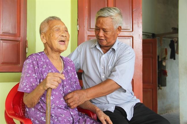 Ba chi em cung hon 100 tuoi: 'Bi quyet chi mo, an rau nhieu, cham lao dong'