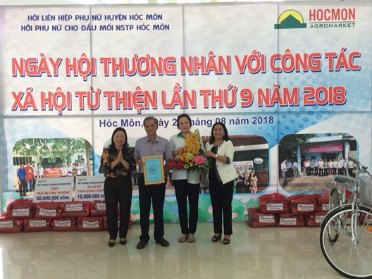 Huyen Hoc Mon: Ngay hoi thuong nhan voi cong tac xa hoi tu thien