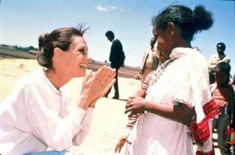 Huyền thoại Audrey Hepburn và vẻ đẹp… 'chẳng giống ai'