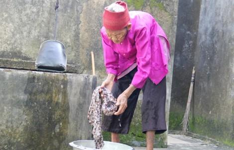 Ba chị em cùng hơn 100 tuổi: 'Bí quyết chi mô, ăn rau nhiều, chăm lao động'