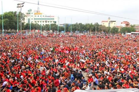 Hơn 10.000 người cổ vũ Olympic Việt Nam trên quảng trường Hồ Chí Minh