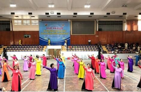 Vinamilk Sure Prevent chăm sóc sức khỏe cho 1.500 người cao tuổi tại giải thi đấu thể dục dưỡng sinh toàn quốc