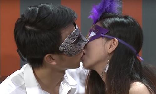 Bo Thong tin va Truyen thong se xu phat game show hen ho dung tuc 'Date and kiss'