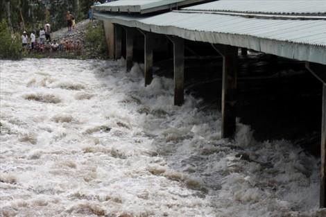 An Giang xả đập sớm để kiểm soát nước lũ đang đổ về
