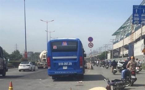 Xe buýt cán một phụ nữ trên xa lộ Hà Nội