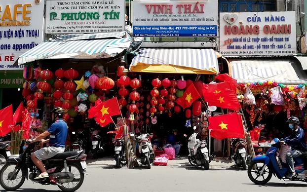 Con duong o Sai Gon ngap tran mau co sac ao truoc tran dau lich su cua Olympic Viet Nam